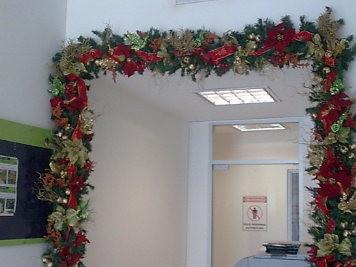 Imagen guirnalda navide as para puerta for Guirnaldas para puertas navidenas
