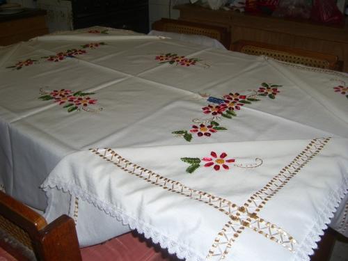Imagen mantel bordado en cinta - grupos.