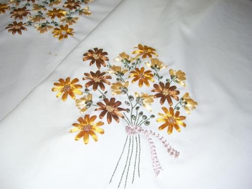 Bordados en cintas de flores - Imagui