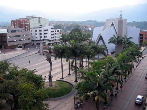 http://cdn2.grupos.emagister.com/imagen/plaza_de_bolivar_armenia_quindio_66138_t0.jpg