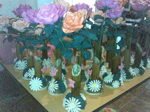 Centro d mesa con flores d goma eva imagui - Flores con goma eva ...